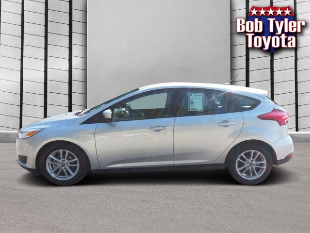 Pre-Owned 2018 Ford Focus SE FWD Hatchback